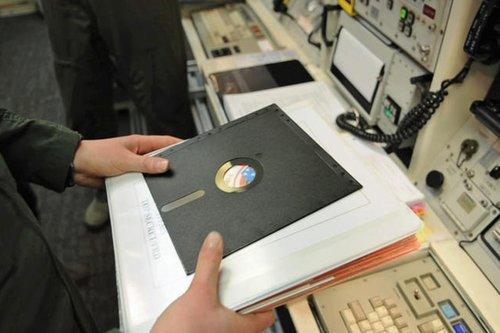 01f4000007337958-photo-2-mai-2014-une-simple-disquette-pour-lancer-les-missiles-nucl-aires.jpg