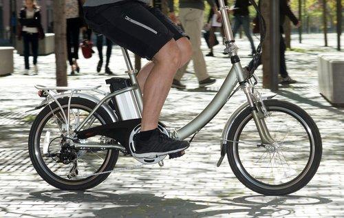 01f4000008789810-photo-velo-electrique-cycliste-urbain-ville-fotolia-clubic.jpg