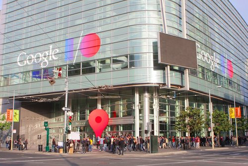 01F4000005973230-photo-le-moscone-center-de-san-francisco-aux-couleurs-du-google-i-o-2013.jpg