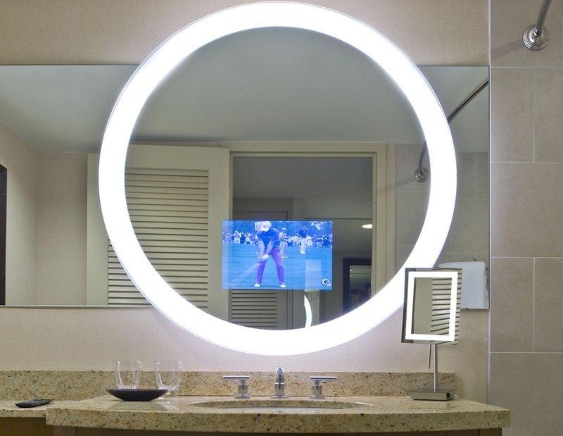 un miroir avec une t l int gr e c 39 est possible si vous avez beaucoup d 39 argent. Black Bedroom Furniture Sets. Home Design Ideas