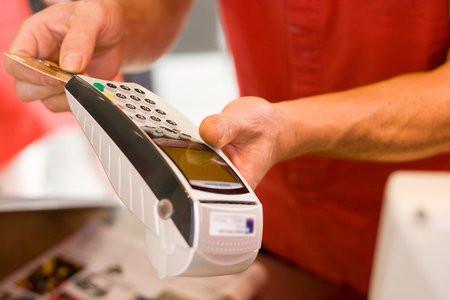 01C2000007715037-photo-paiement-avec-un-tpe-de-carte-bancaire.jpg