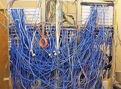 00FA000003413434-photo-sysadmin-cables-r-seau-serveurs.jpg