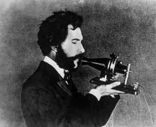 0140000007721403-photo-alexander-graham-bell-demonstrates-his-telephone-in-1876.jpg