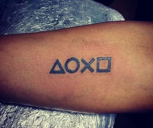 01f4000008633064-photo-tatouage-sigles-boutons-playstation.jpg