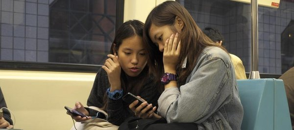 0258000008460974-photo-smartphone-jeunes.jpg