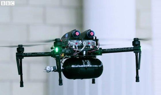 0230000008402436-photo-drone-dji-matrice-100-quip-d-une-pile-combustible-et-d-une-bonbonne-d-hydrog-ne-par-intelligent-energy.jpg