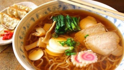 01f4000008546032-photo-ramen-plat-japonais-bol-porcelaine-bleu-et-blanc.jpg