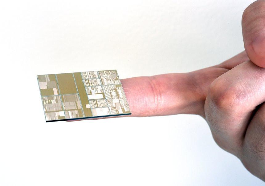 035C000008108640-photo-ibm-7-nm-chipset.jpg