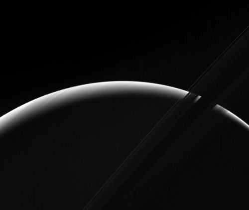 01f4000008723396-photo-cassini-aube-saturne.jpg