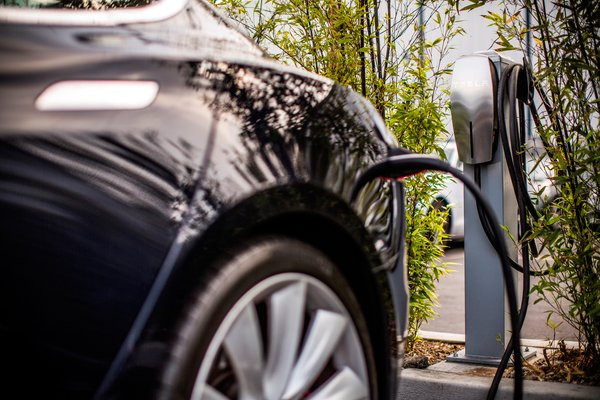 0258000008423338-photo-tesla-destination-charging.jpg