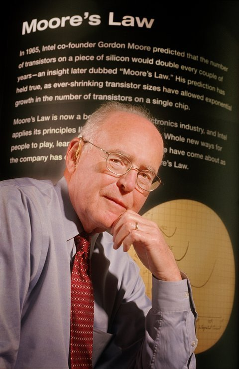01e0000000310131-photo-intel-gordon-moore-moore-s-law.jpg