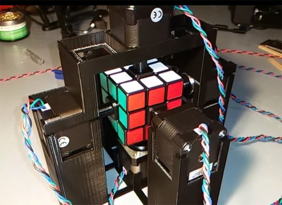 0226000008323666-photo-rubik-s-cube.jpg