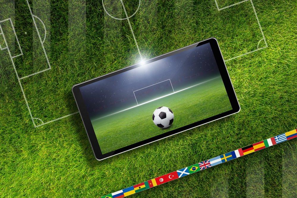03E8000008467860-photo-mobile-sur-un-stade-de-foot.jpg