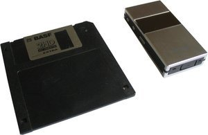 012c000000094254-photo-monolith-disquette-biais.jpg