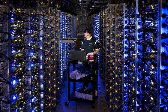 0230000005468489-photo-google-datacenter.jpg