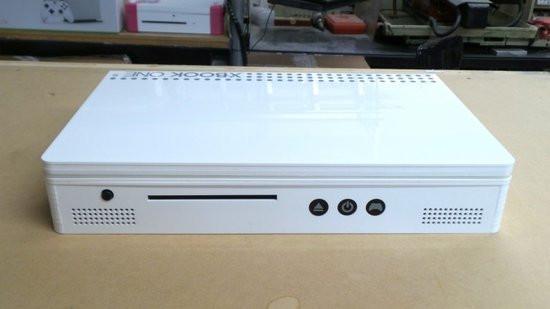 0226000008522098-photo-xbook-one-s.jpg