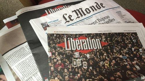 01f4000007921615-photo-tas-journaux-papier.jpg