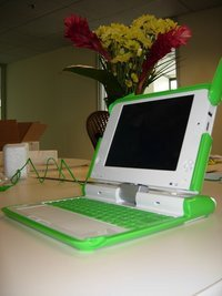00c8000000402115-photo-olpc-portable-100-dollars-prototype-b1.jpg