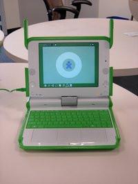 00C8000000402116-photo-olpc-portable-100-dollars-prototype-b1.jpg