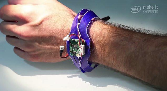 02BB000007648965-photo-nixie-drone-bracelet.jpg
