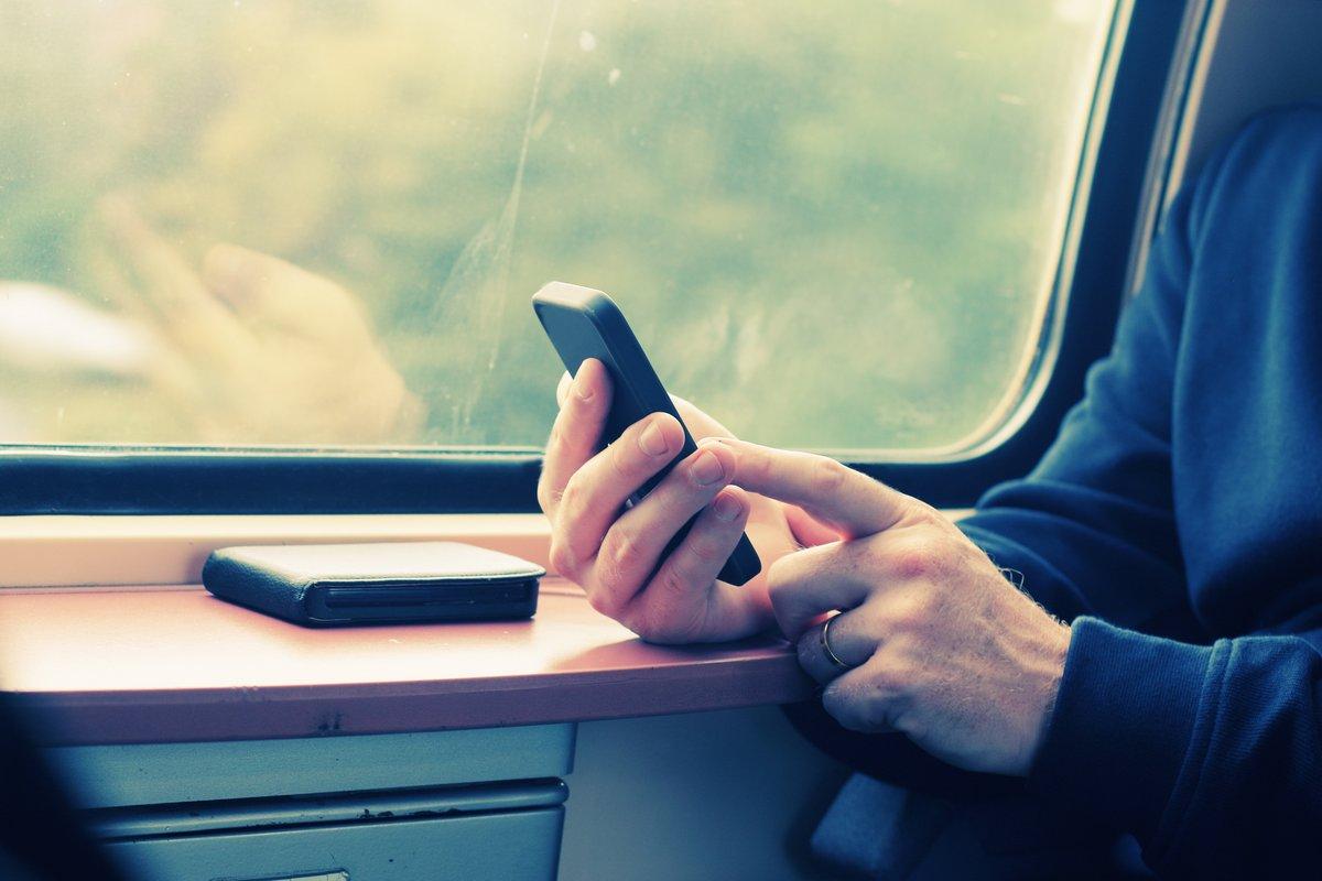 08126202-photo-smartphone-mobile-train-r-seau-couverture.jpg