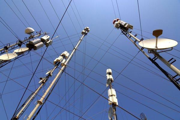 0258000006594644-photo-r-duire-les-ondes-possible-condition-de-tripler-les-antennes-relai.jpg