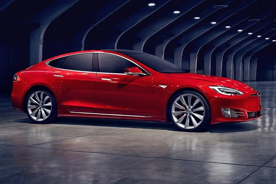0230000008411728-photo-nouveaut-tesla-model-s-restyl-e.jpg