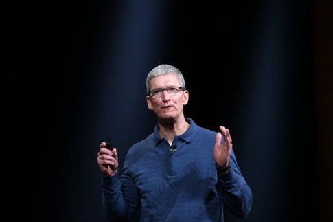 01E5000005972639-photo-le-pdg-d-apple-tim-cook-le-23-octobre-2013-san-jose.jpg