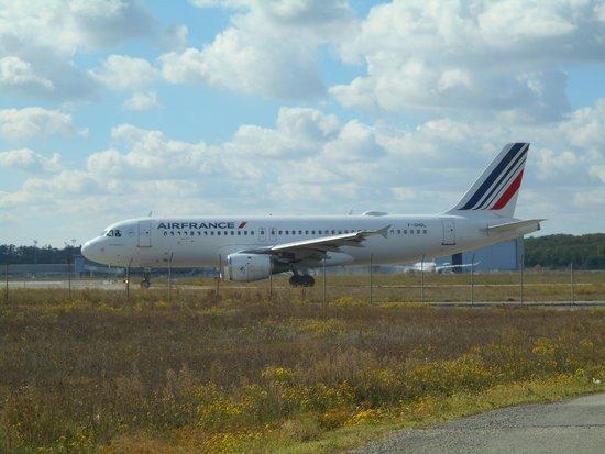 0226000008330838-photo-airbus-a320-air-france-avec-antenne-satellite.jpg