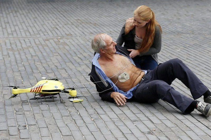0320000007726415-photo-drone-ambulance.jpg