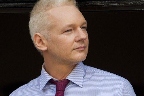 01F4000006100330-photo-le-fondateur-de-wikileaks-demande-l-europe-d-accueillir-snowden.jpg