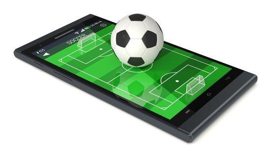 0230000008465506-photo-football-sur-smartphone-fotolia-81799173.jpg