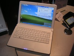 00fa000001594205-photo-airis-netbook-3g.jpg