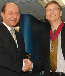 0000010400449374-photo-bill-gates-pirate-honoraire-de-roumanie-dr.jpg
