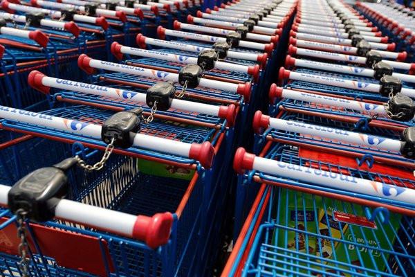 0258000006476688-photo-un-braqueur-se-prend-la-porte-automatique-d-un-magasin-de-plein-fouet.jpg