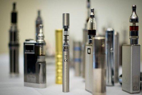 01f4000006990007-photo-s-lection-de-produits-contenant-de-la-nicotine-au-sommet-de-l-e-cigarette-londres-le-12-novembre-2013.jpg