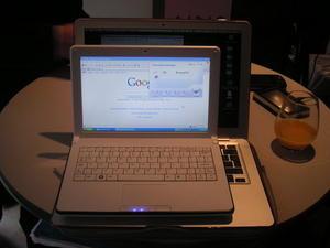 012C000001594215-photo-airis-netbook-3g.jpg