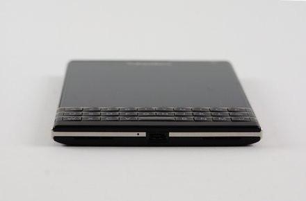 01B8000007649949-photo-blackberry-passport.jpg