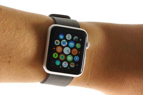 01f4000008615256-photo-gear-s3-apple-watch.jpg