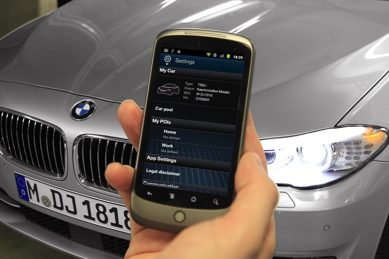 0320000008121026-photo-bmw-app-smartphone.jpg