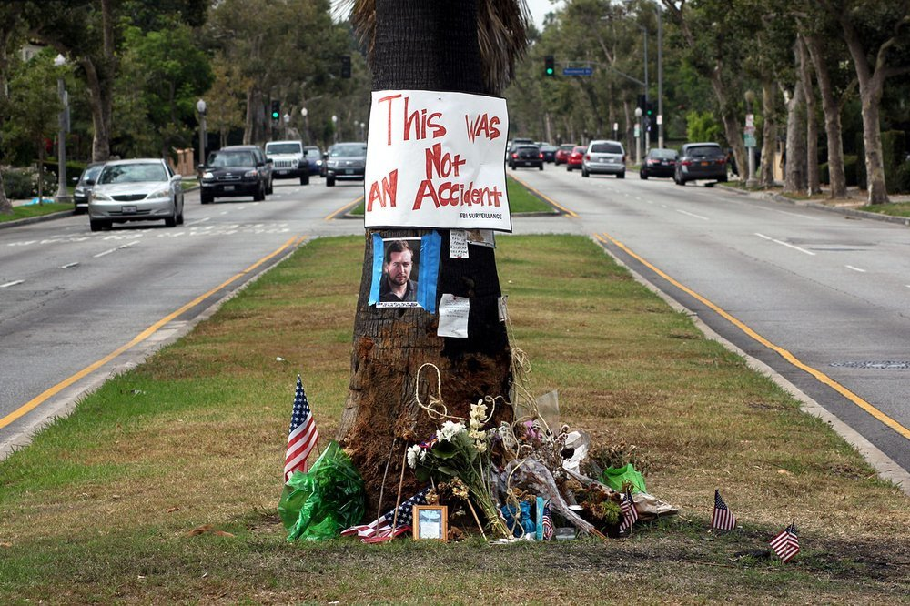 03e8000008121060-photo-tree-at-crash-site-of-journalist-michael-hastings-copyright-lord-jim.jpg