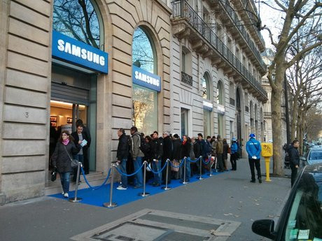 01CC000005579357-photo-inauguration-samsung-mobile-store-paris.jpg