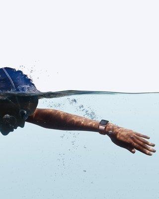 0000019008543512-photo-apple-watch-series-2-swimming.jpg