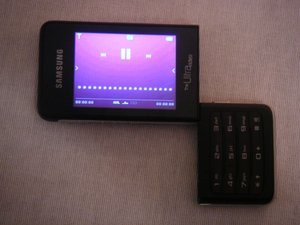 012c000000438433-photo-samsung-f500.jpg
