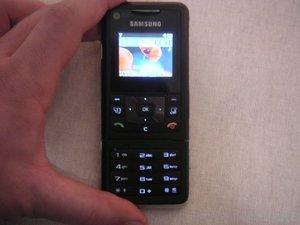 012c000000438434-photo-samsung-f500.jpg