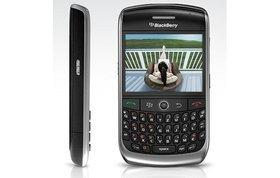 0118000001765466-photo-blackberry-curve-8900.jpg