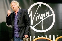 00fa000001958558-photo-richard-branson-au-virgin-megastore-de-paris.jpg