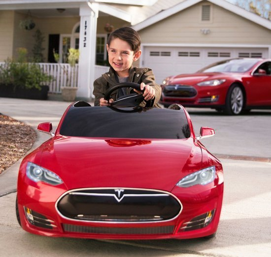 0226000008347374-photo-tesla-model-s-for-kids-de-radio-flyer.jpg