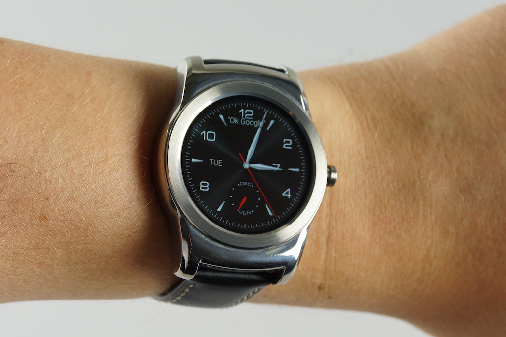 08102504-photo-lg-watch-urbane7.jpg