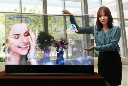 021C000008072092-photo-samsung-display-55-inch-transparent-oled.jpg